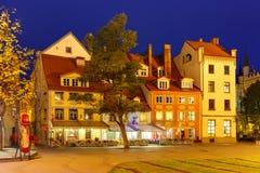 Ville Hall Square dans la vieille ville de Riga, Lettonie Image stock