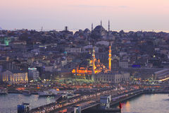 Ville historique d'Istanbul et de klaxon d'or Photo stock