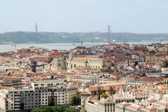 Ville historique de Lisbonne et 25ème d'April Bridge Panorama, Portugal Photo stock