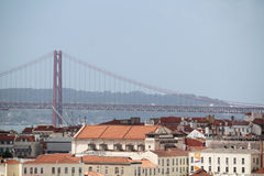 Ville historique de Lisbonne et 25ème d'April Bridge Panorama, Portugal Image libre de droits