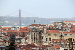 Ville historique de Lisbonne et 25ème d'April Bridge Panorama, Portugal Photographie stock