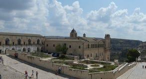 Ville historique panoramique de Matera dans la cathédrale romantique italienne du sud de porte de mur de ville de l'Italie Pouill photos stock