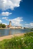 Ville hollandaise Deventer au fleuve photo stock