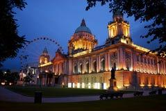 Ville hôtel de Belfast et oeil de Belfast Photo stock