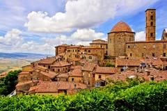Ville italienne médiévale de colline Image libre de droits