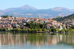 Ville Kastoria et lac Orestiada Photographie stock libre de droits
