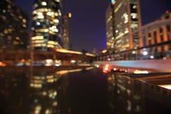 Ville la nuit - brouillez la photo, fond de Bokeh Image stock