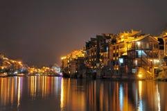 Ville la nuit de Zhenyuan Photographie stock libre de droits