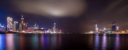 Ville la nuit - Victoria Harbor de Hong Kong Photos libres de droits