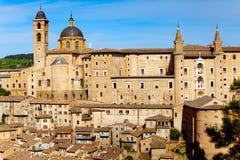 Ville médiévale Urbino en Italie images libres de droits
