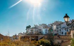 Ville méditerranéenne d'Altea au lever de soleil images stock