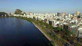 Ville merveilleuse Endroits merveilleux dans le monde Lagune et voisinage d'Ipanema en Rio de Janeiro, Brésil banque de vidéos