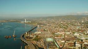 Ville moderne de Cebu avec des gratte-ciel et des bâtiments, Philippines banque de vidéos