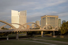 Ville moderne Fort Worth sur le coucher du soleil Photographie stock libre de droits