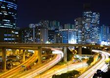 Ville moderne la nuit Photographie stock libre de droits