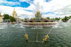 Ville Moscou Fleur en pierre ?? un de fontaine ?des trois fontaines principales de l'?re sovi?tique photos libres de droits