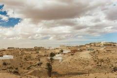 Ville où les Berbers vivent dans le désert du Sahara, maison des troglodytes tunisia images libres de droits