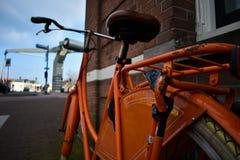 Ville orange de Brown de selle de roue de Grey Wall White Tires Tape de vélo photos libres de droits