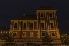 Ville Ostrov de nuit près de ville de Karlovy Vary Image libre de droits