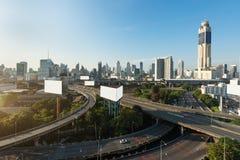 Ville panoramique de Bangkok ?tablissant le district des affaires moderne avec l'autoroute urbaine dedans en centre ville au mati image libre de droits