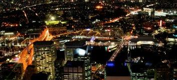 Ville par nuit photos libres de droits