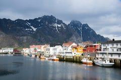 Ville portuaire sur des îles de Lofoten en Norvège photographie stock libre de droits