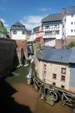 Ville romantique Saarburg avec la cascade à écriture ligne par ligne et le watermil Image stock