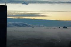 Ville sous le brouillard 2 de matin Photographie stock