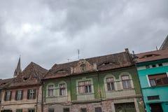 Ville supérieure de Sibiu, en Transylvanie, pendant un après-midi nuageux dans une rue médiévale de la ville Photo libre de droits