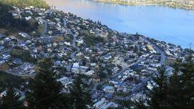 Ville timelapse 4K aérien de Queenstown, Nouvelle-Zélande banque de vidéos