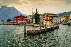 Ville Torbole au policier de lac, Italie Photos libres de droits