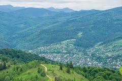 Ville Yaremche de montagne en Ukraine image libre de droits