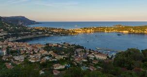 Villefranche-sur-Mer в заходе солнца лета к twilight промежутку времени ` Azur Коута d, французская ривьера, Alpes Maritimes, PAC сток-видео