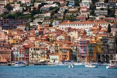 Villefranche-sur-Mer Küsten-Stadt auf französischem Riviera stockbild