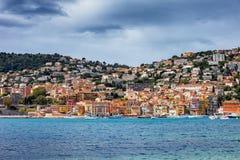Villefranche-sur-Mer Stadt auf französischem Riviera stockbild