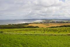 Villes d'un Castle rock et de Coleraine de vue panoramique en Irlande du Nord Image stock
