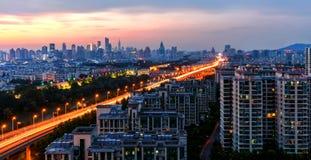 Villes et coucher du soleil Photos libres de droits