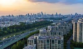 Villes et coucher du soleil Image stock