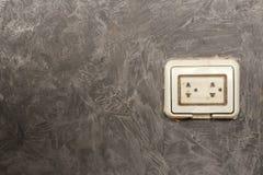 Villkoret av elektriska uttag på förutom buildien Royaltyfria Bilder