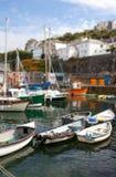 Villlage de la pesca del Mousehole del puerto de los barcos de Cornualles Imágenes de archivo libres de regalías