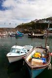 villlage för mousehole för hamn för fartygcornwall fiske arkivbild