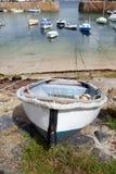 villlage för mousehole för hamn för fartygcornwall fiske arkivfoton