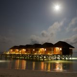 villor för maldives nattsikt Arkivbilder