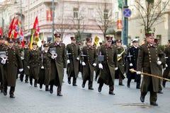 VILNA, LITUANIA - 11 DE MARZO DE 2015: Desfile festivo como Lituania marcó el 25to aniversario de su restauración de la independe Foto de archivo libre de regalías
