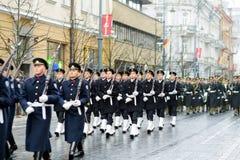 VILNA, LITUANIA - 11 DE MARZO DE 2017: Desfile festivo como Lituania marcó el 27mo aniversario de su restauración de la independe Fotografía de archivo libre de regalías