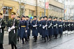 VILNA, LITUANIA - 11 DE MARZO DE 2017: Desfile festivo como Lituania marcó el 27mo aniversario de su restauración de la independe Fotos de archivo libres de regalías