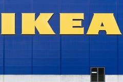 VILNA, LITUANIA - 18 de septiembre de 2016: Ikea es el minorista más grande de los muebles del mundo y vende listo para montar Imágenes de archivo libres de regalías