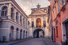 Vilna, Lituania: la puerta del amanecer, Lithuanian Ausros, vartai de Medininku, Brama polaco de Ostra en la salida del sol foto de archivo