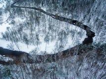 Vilna, Lituania: la vista superior aérea del río de Vilnele y Belmontas parquean en invierno Fotos de archivo