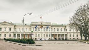 Vilna, Lituania - marzo, 11, 2017: Ciudad vieja y Presi de Vilna fotos de archivo
